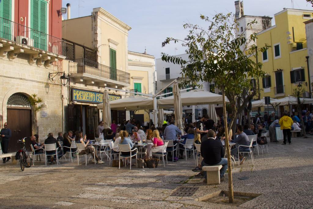 Piazza-Garibaldi-in-the-old-town-of-Monopoli-in-Puglia-Italy